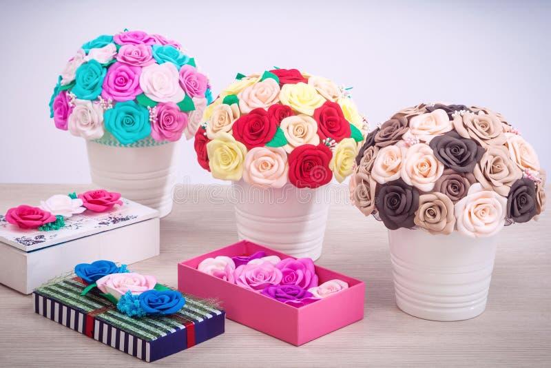 Розы искусственных цветков от пены стоковые изображения
