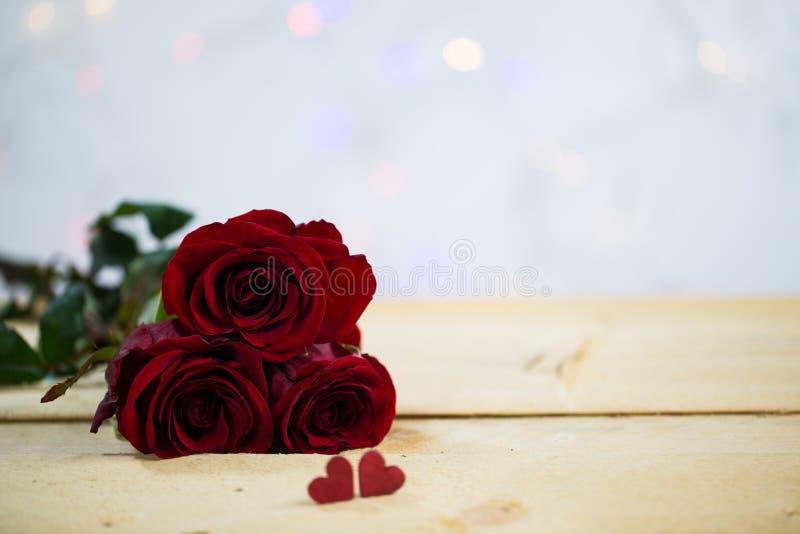 Розы с сердцем - валентинка, wedding стоковые фото