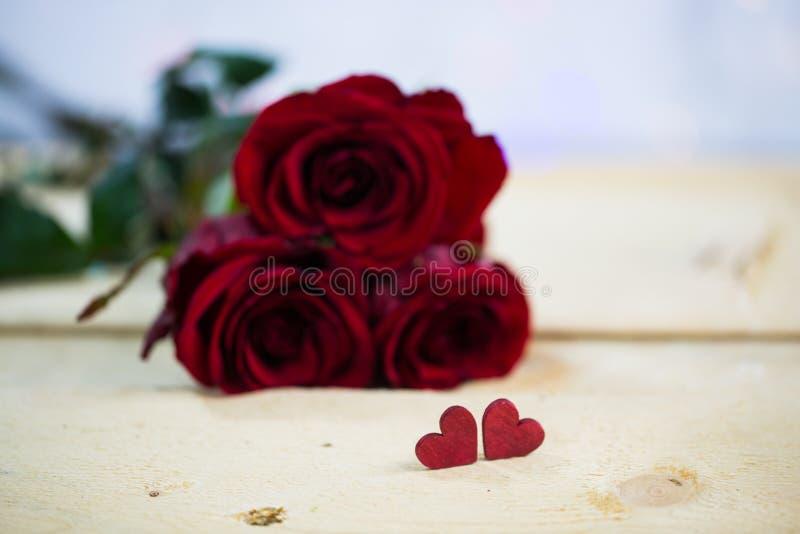 Розы с сердцем - валентинка, wedding стоковое изображение rf