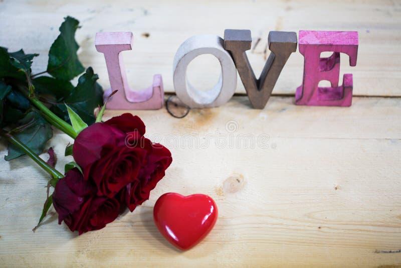 Розы с сердцем - валентинка, wedding стоковые изображения