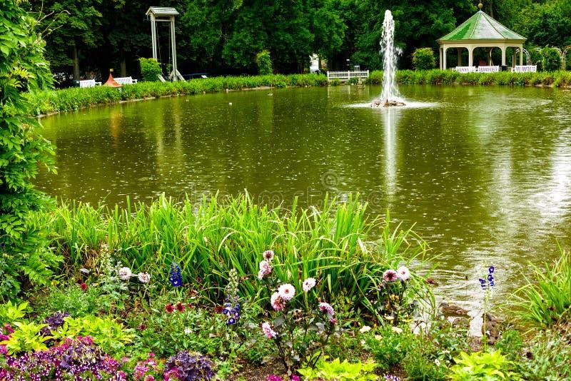 Рокируйте сад с озером в Ludwigsburg, около Штутгарта, Германия стоковые изображения rf