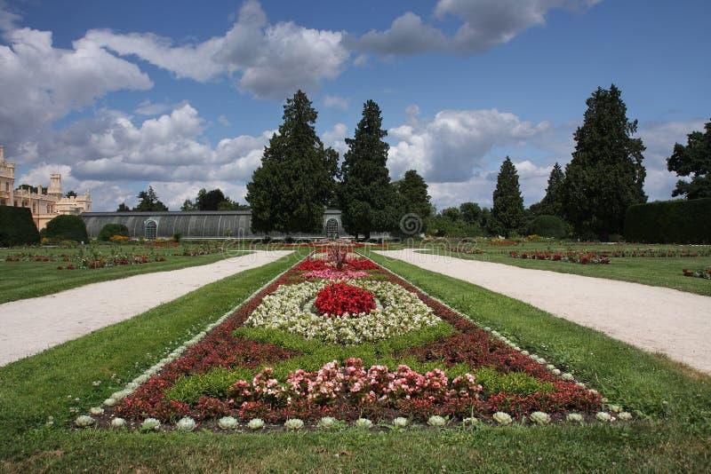 Рокируйте Lednice с садами в чехии в Европе, ЮНЕСКО стоковые изображения