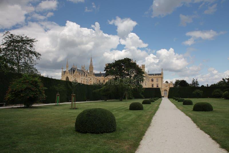 Рокируйте Lednice с садами в чехии в Европе, ЮНЕСКО стоковое изображение