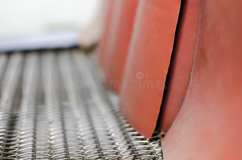 Ролики транспортера в заводе печати стоковая фотография rf