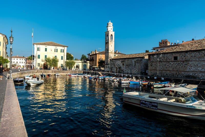 Романтичная гавань Lazise, garda озера в Италии стоковые фотографии rf