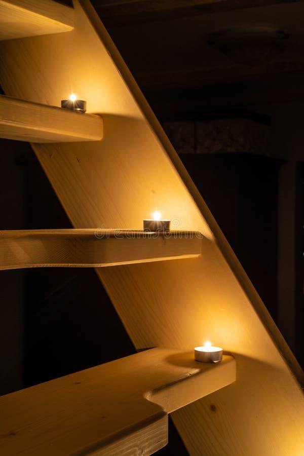 Романтичная ночь со свечами стоковые фото