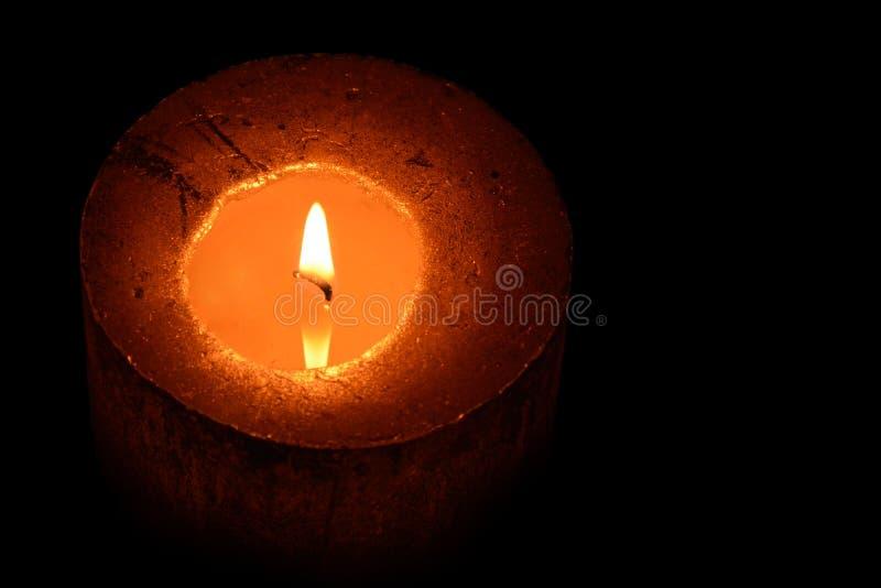 Романтичная свеча горя во время nighttime стоковое фото rf