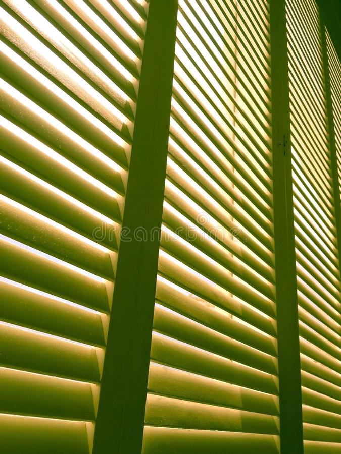 Романтичное окно с светом солнца до конца стоковые изображения