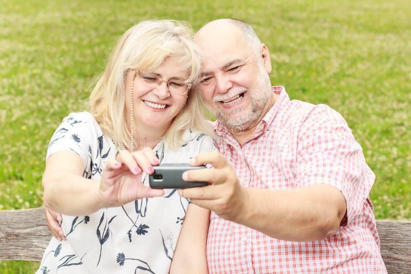 Романтичное старшее selfie пар стоковые изображения rf