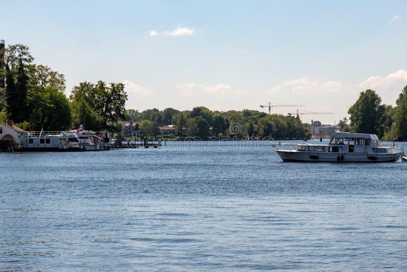 Романтичные взгляды реки Dahme и оживления в Берлине Koepenick стоковое фото