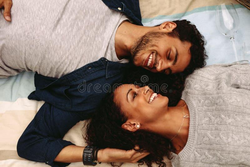 Романтичные молодые пары стоковое фото rf