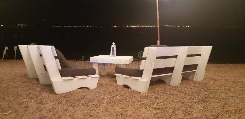 Романтичный вечер перед морем стоковые фото