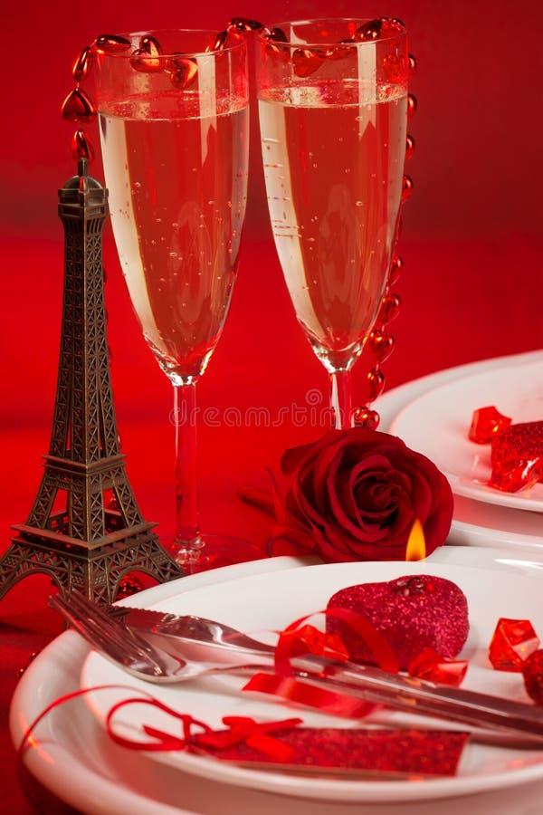 Романтичный обедающий в Париже стоковые фотографии rf