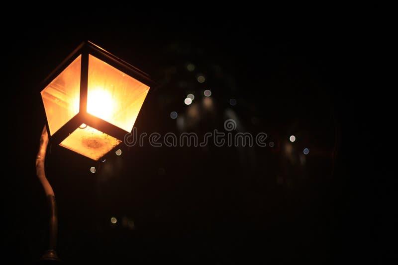 Романтичный уличный свет ночи стоковое фото