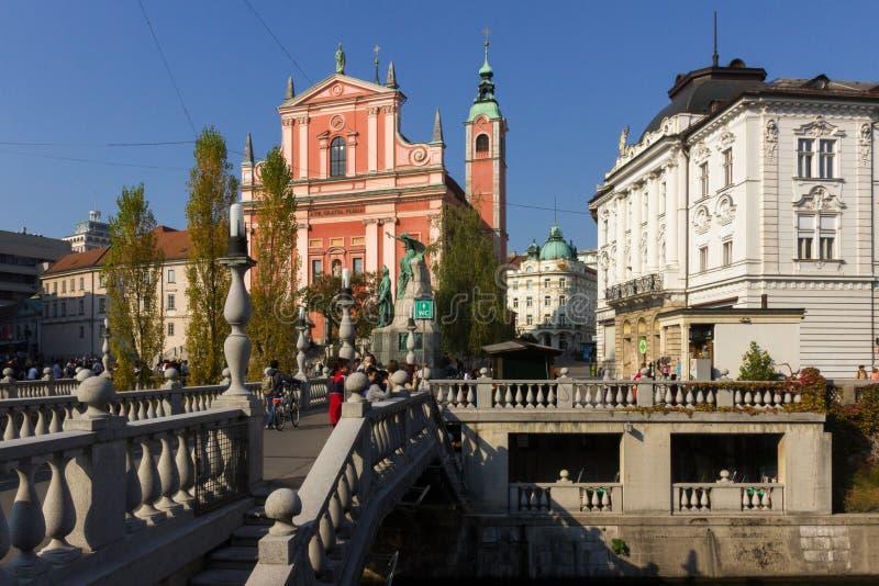 Романтичный центр города Любляны: река Ljubljanica, тройное Brid стоковая фотография