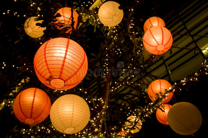 Романтичный японский бумажный фонарик стоковое фото rf
