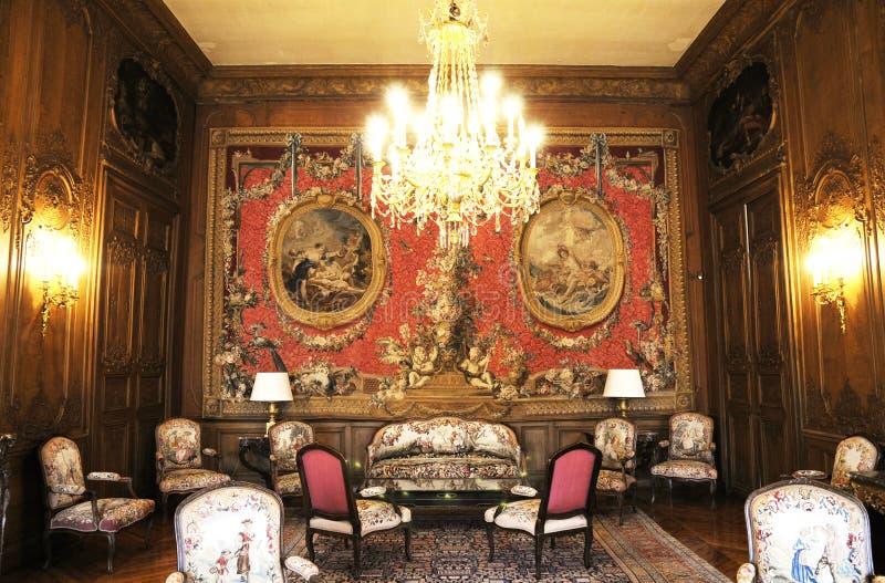 Роскошная живущая комната средних возрастов стоковое фото