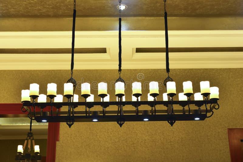 Роскошная классическая люстра, освещение искусства, свет искусства, лампа искусства, стоковое изображение