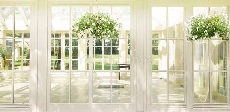 Роскошная резиденция в солнечном дне стоковое фото
