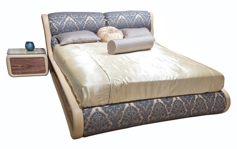 Роскошная серая бежевая современная мебель кровати с сделанными по образцу постельными бельями с изголовьем текстуры драпирования стоковые фотографии rf