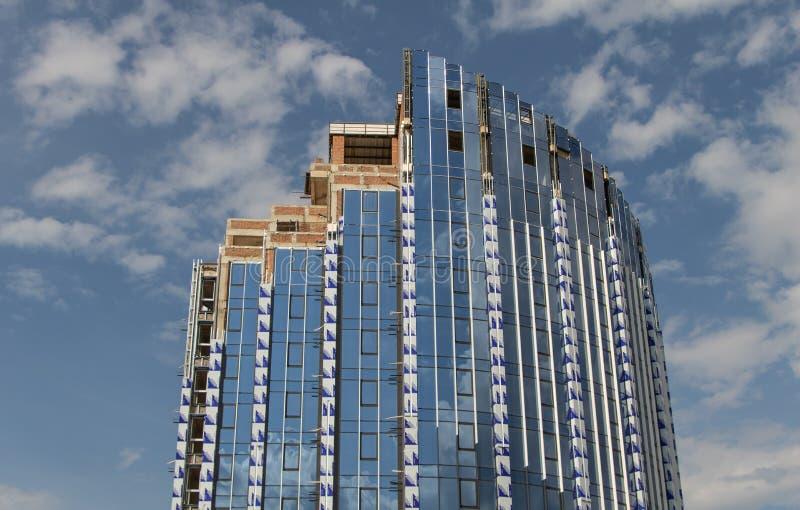 Роскошное здание под конструкцией Заканчивая работы стоковое изображение rf