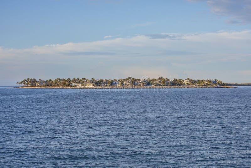 Роскошное прожитие острова портового района стоковые изображения rf