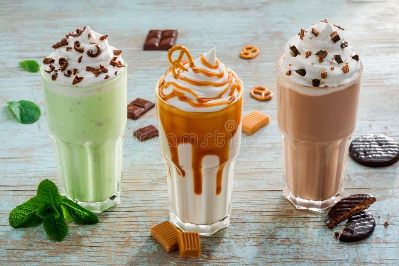 Роскошное украшение различных milkshakes стоковое изображение
