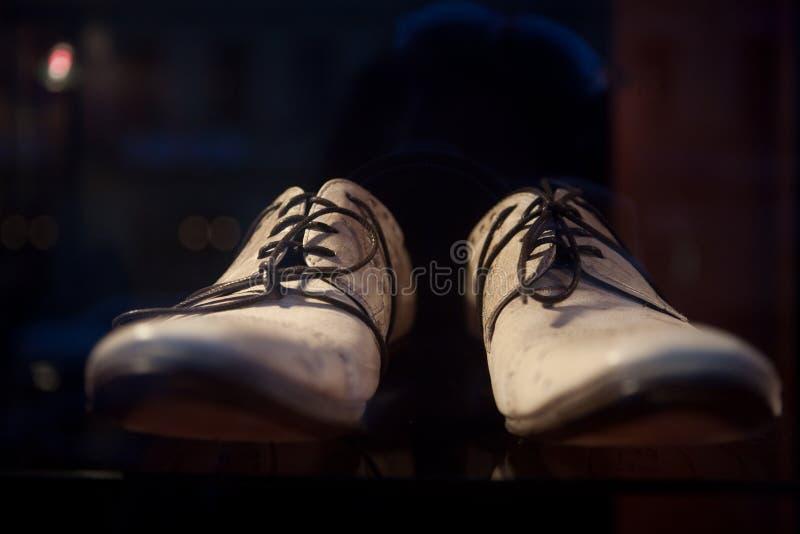 роскошные ботинки человека s стоковое изображение