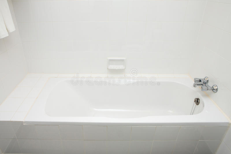 Роскошные ванны и faucets в доме стоковая фотография rf