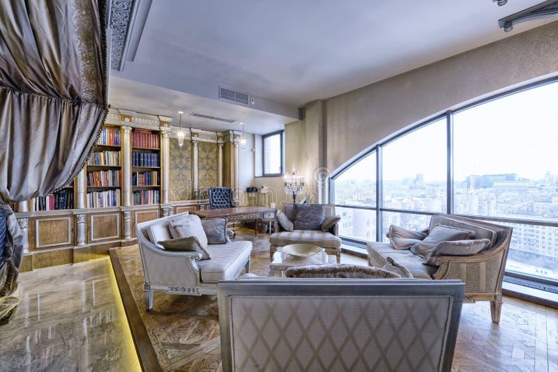 Роскошный интерьер живущей комнаты стоковое изображение