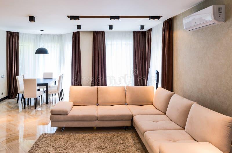 Роскошный интерьер живущей комнаты стоковая фотография rf