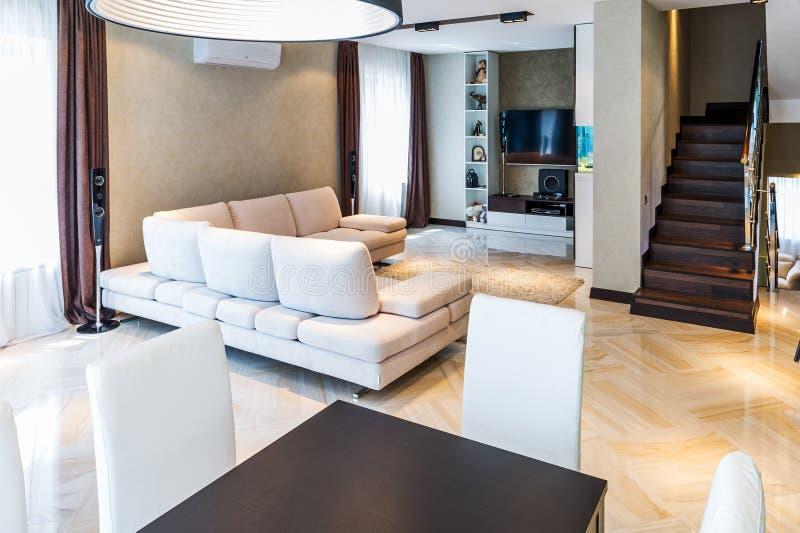 Роскошный интерьер живущей комнаты стоковое изображение rf