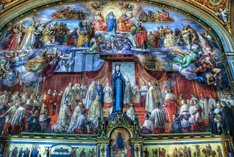 Роскошный интерьер одной из комнат музея Ватикана стоковое фото rf