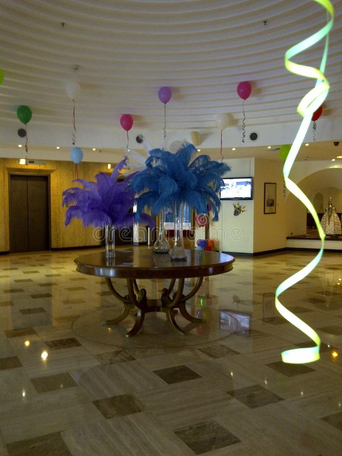 Роскошный прием украшенный с красочными воздушными шарами для масленицы стоковая фотография rf