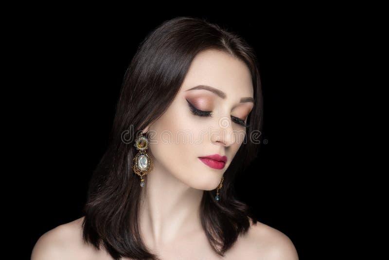 Роскошный стиль причесок стрижки женщины стоковая фотография