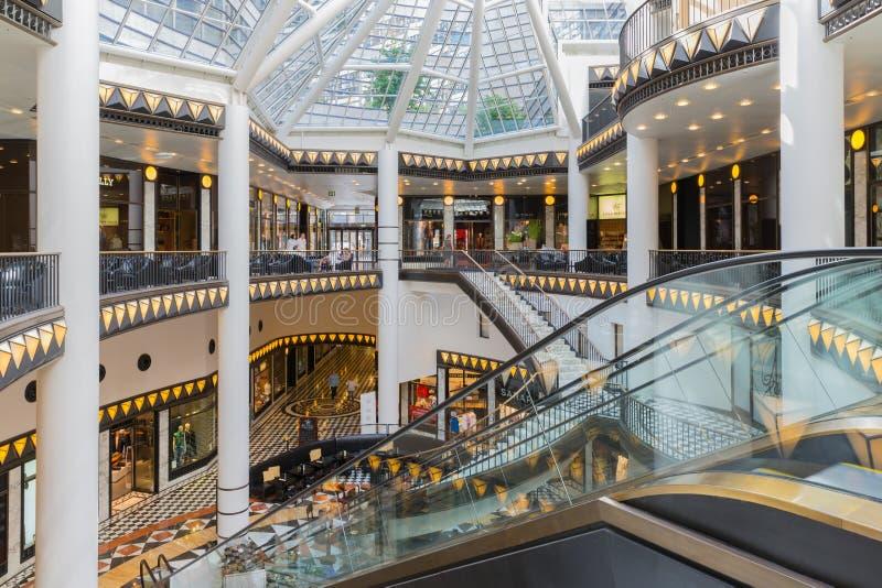 Роскошный торговый центр стиля стиля Арт Деко около Friedrichstrasse в Берлине стоковые фотографии rf