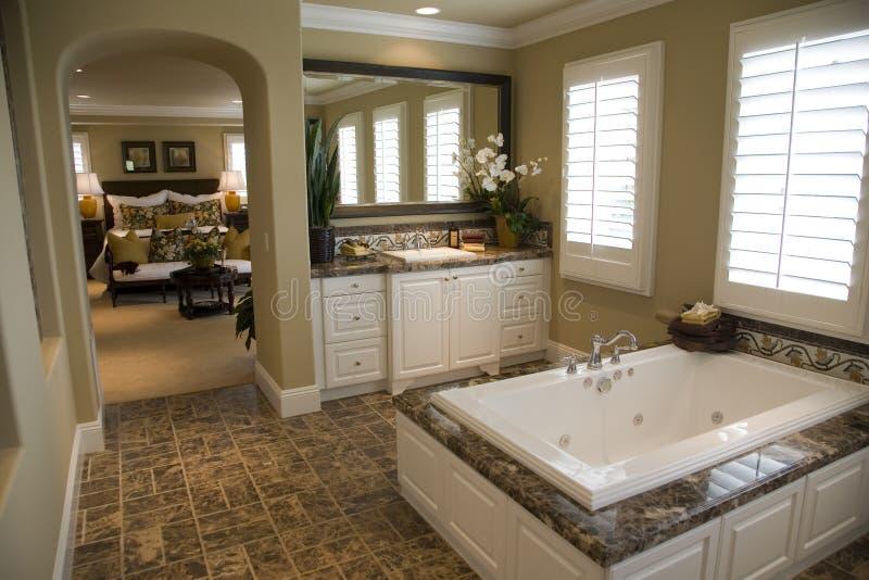 роскошь ванной комнаты домашняя стоковые фотографии rf