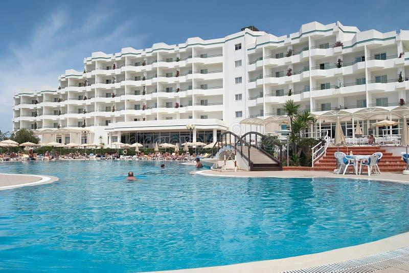 Download роскошь гостиницы стоковое изображение. изображение насчитывающей солнечность - 488093