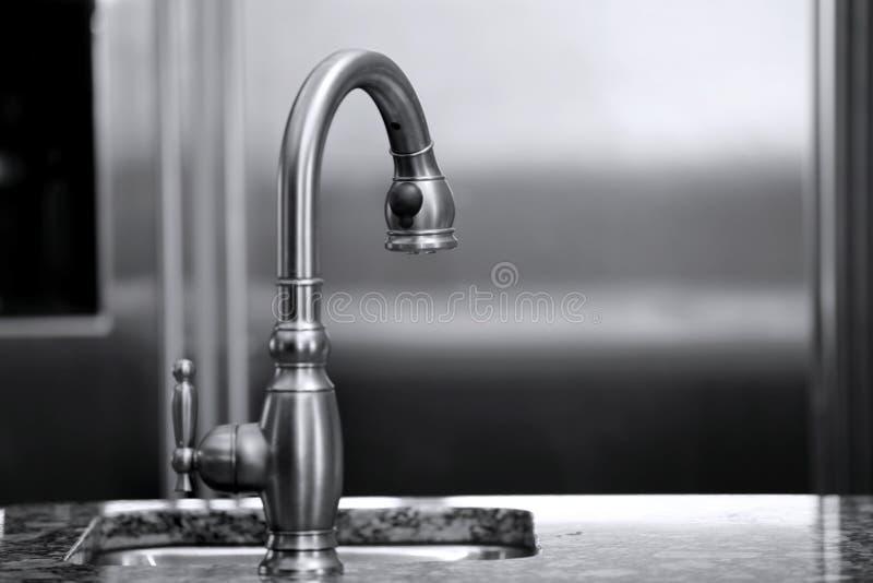 роскошь кухни faucet стоковое фото