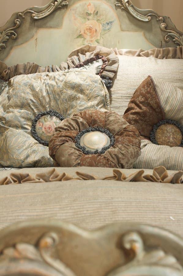 роскошь полотен постельных принадлежностей высококачественная стоковые фотографии rf