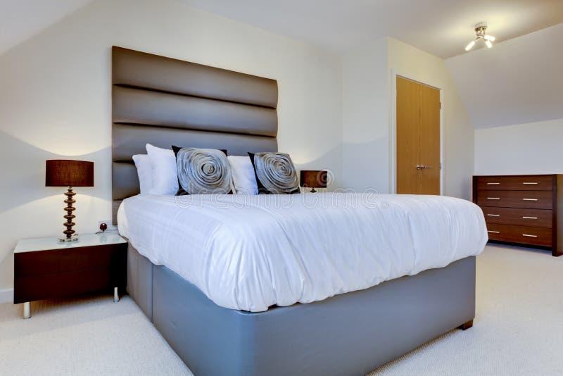 роскошь спальни самомоднейшая стоковая фотография rf