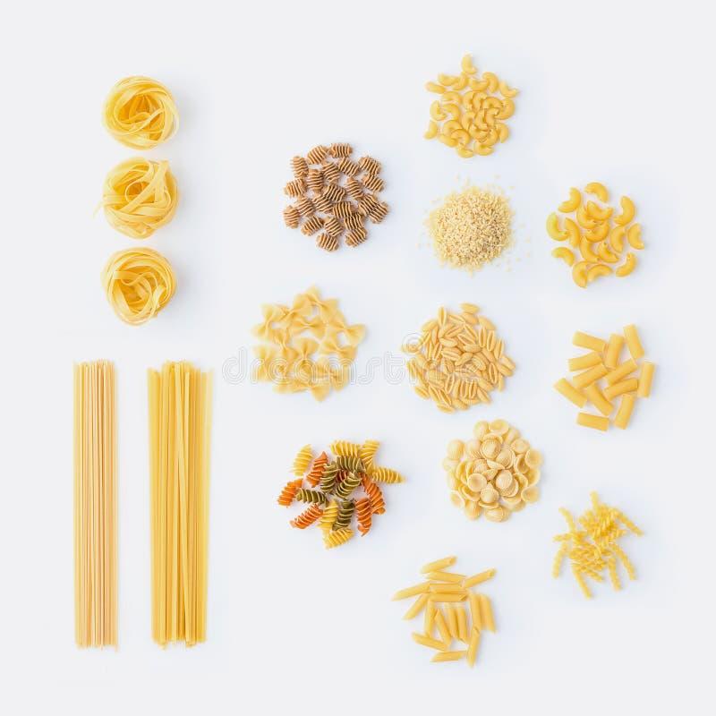 роскошь уклада жизни превосходной еды кухни carpaccio итальянская Комплект сортированных типов макаронных изделий: спагетти, maca стоковое фото rf