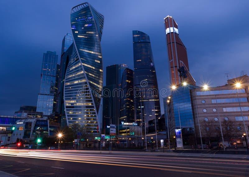 РОССИЯ, МОСКВА - 30-ое апреля 2018: Взгляд ночи на городе Москвы Россия стоковая фотография
