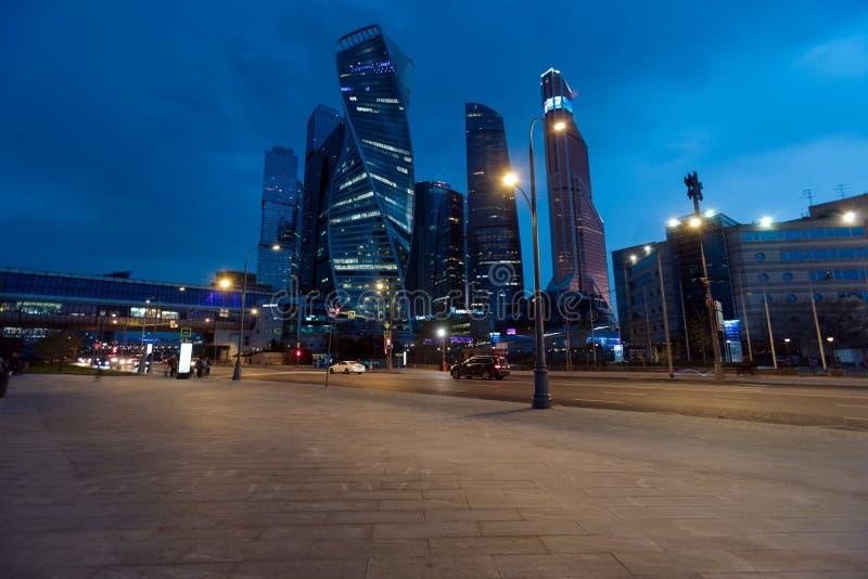 РОССИЯ, МОСКВА - 30-ое апреля 2018: Взгляд ночи на городе Москвы Россия стоковые фотографии rf