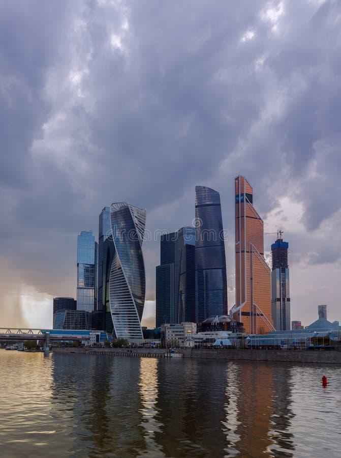 РОССИЯ, МОСКВА - 2-ое мая 2018: Ландшафт города Москвы современный городской Россия стоковое изображение rf