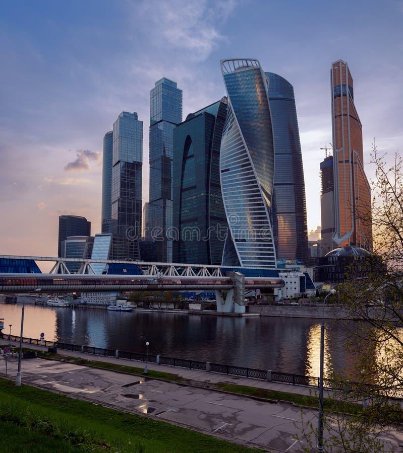 РОССИЯ, МОСКВА - 2-ое мая 2018: Ландшафт города Москвы современный городской Россия стоковые фотографии rf