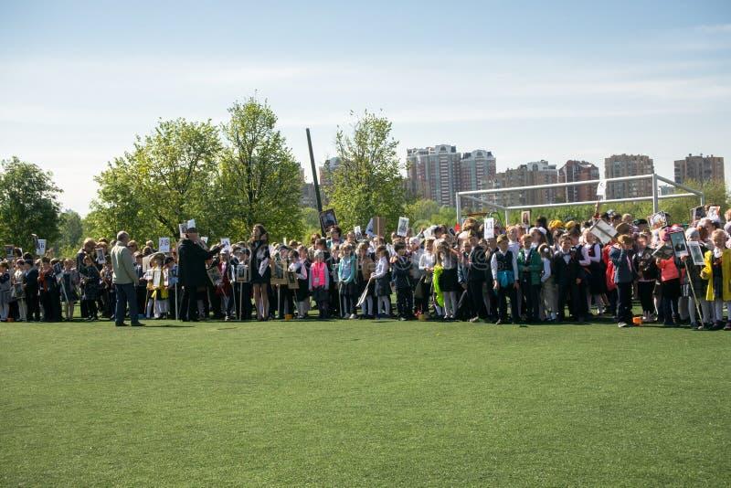 Россия Москва, 7-ое мая 18: ` Полка специального общественного ` действия детского сада бессмертное, воинская пропаганда положени стоковые фото