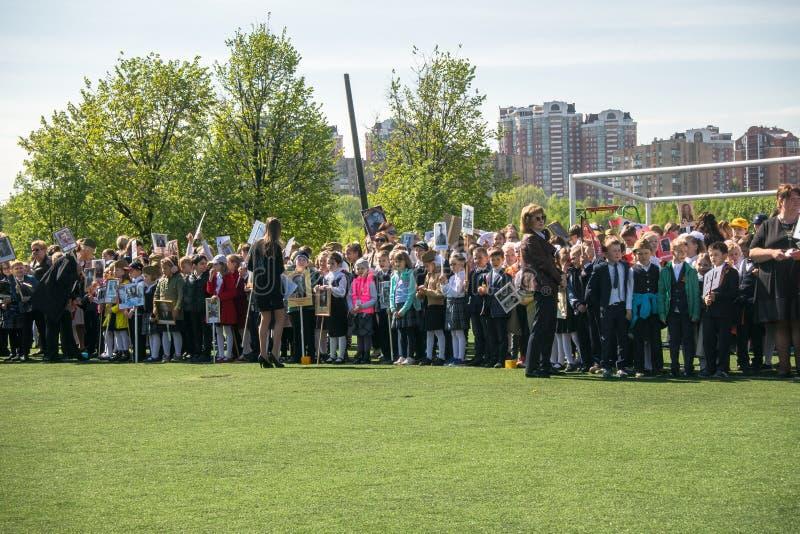 Россия Москва, 7-ое мая 18: ` Полка специального общественного ` действия детского сада бессмертное, воинская пропаганда положени стоковые изображения rf