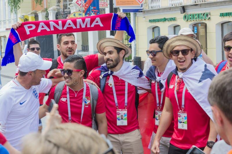 Россия На улицах города связывайте футбольные болельщики Панамы стоковое изображение rf