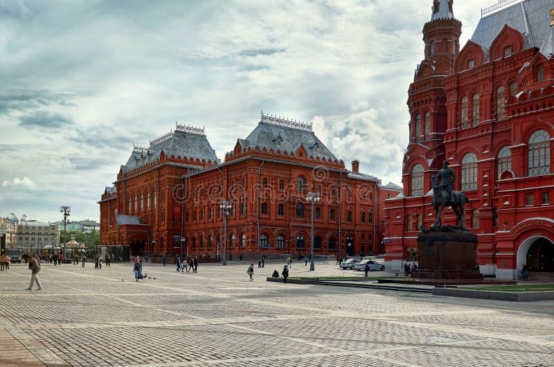 Россия Памятник к маршалу Zhukov на красной площади Manezhnaya квадратной близко в Москве 25-ое мая 2017 стоковые фотографии rf